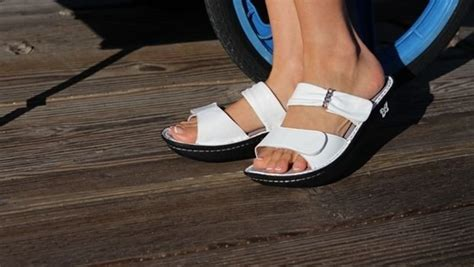 reader request  stylish sandals  plantar fasciitis relief