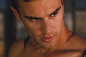 'Divergent' Tattoo Clip