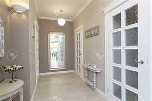 Chambre Couloir Blanc Et Gris Couleur Galerie Avec