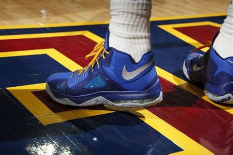 solewatch lebron james scores  points   nike