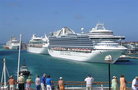 Aruba - Three Cruise Ships | Three Cruise Ships Carrying A Tu2026 | Flickr