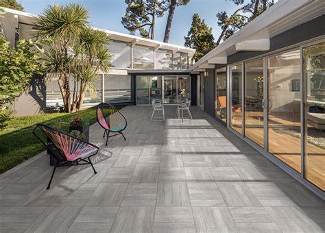 piastrelle per terrazze esterne pavimentazioni esterne piastrelle di piccolo o grande