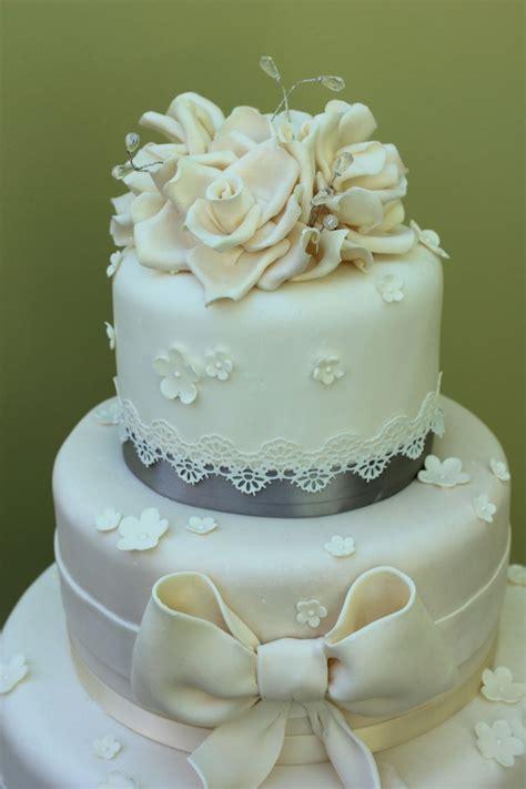 modern cake trends lace wedding cakes baytree wedding