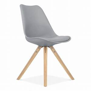 chaise eames inspired grise avec pieds pyramide en bois With meuble salle À manger avec chaises blanches pied bois