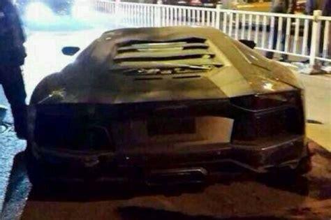lamborghini aventador in half the gear shift lamborghini aventador wrecked in china