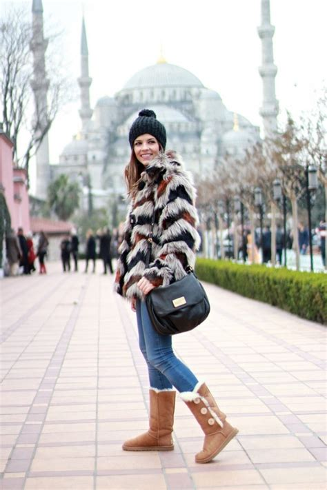 10 Warm And Cozy Outfits With Ugg Boots