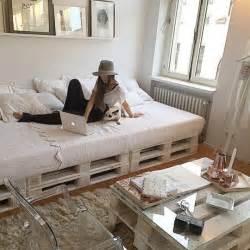 fabriquer une chambre en lit en palette 50 idées pour fabriquer un lit en palette
