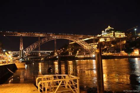 Le Pont Dom Luis I sur le Douro, à Porto - Photo by night ...