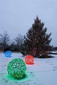 How to Make Unique Outdoor Christmas Decorations