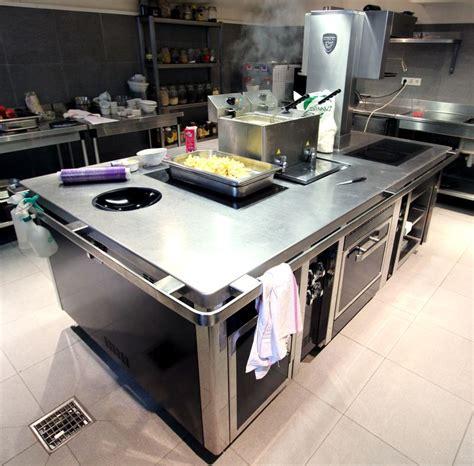 piano de marque charvet avec wok 6 feux a induction une