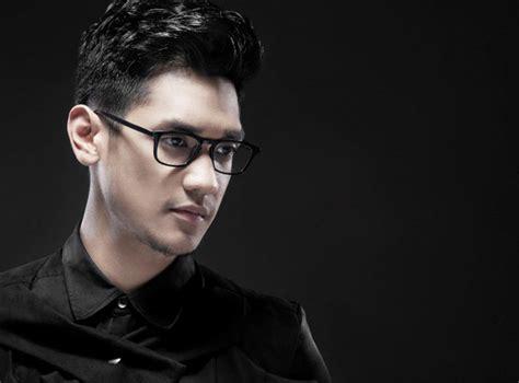 model kacamata   pakai penyanyi afgan gambar model