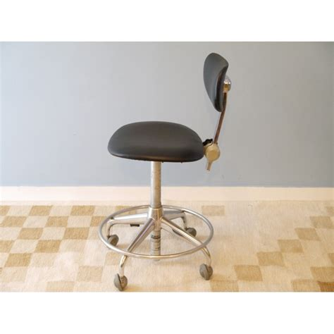chaise roulettes chaise de bureau vintage vintage swivel chair from