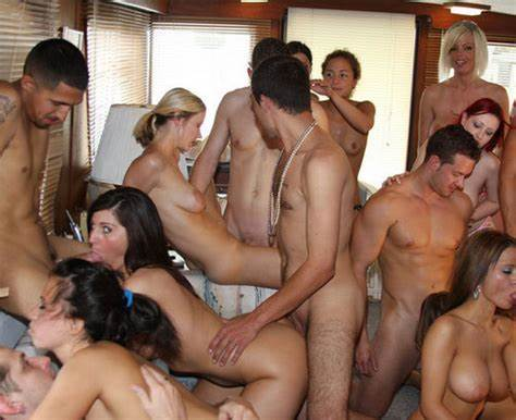 Single Friends Lick Group Dicks For House Renovat