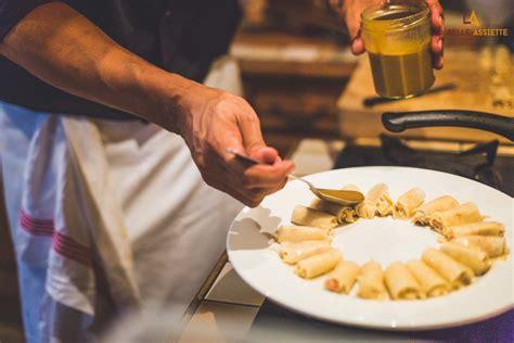 qui fait la cuisine un chef à domicile qui fait la cuisine et te sert à table