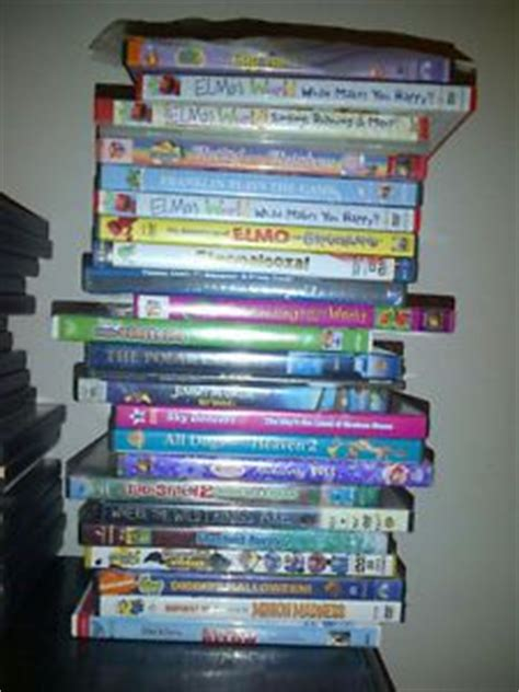 lot of 11 childrens family vhs w boxes on popscreen