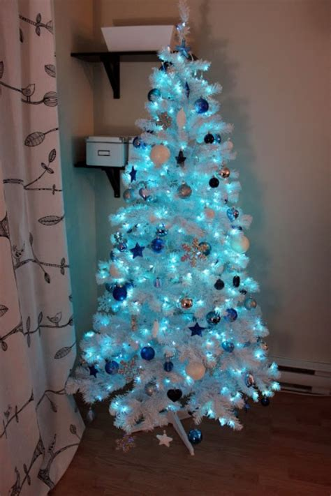 blue color theme christmas tree decorations ideas magment
