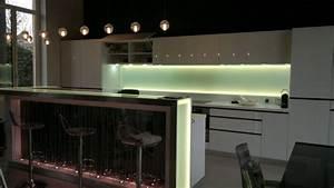 eclairage cuisine sous meuble multiprise en applique sous With eclairage plan de travail cuisine
