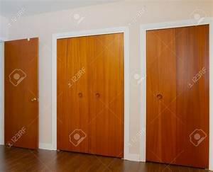 Porte De Placard Coulissante : emejing placard marron fonce chambre ideas ~ Edinachiropracticcenter.com Idées de Décoration