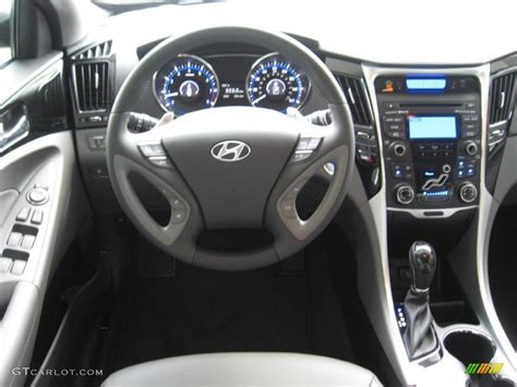 hyundai sonata limited  gray dashboard photo