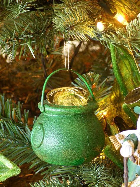 decorating  irish themed christmas tree amazing