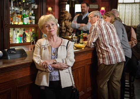 foto de EastEnders: Barbara Windsor bows out of BBC soap Photo 1