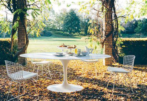 tulip outdoor dining table designed  eero saarinen