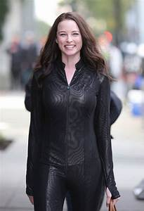 rachel-nichols-on-the-set-of-continuum-in-vancouver-02 – FABZZ