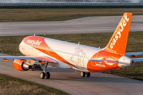 easyjet  exhibit  pilot careers  london pilot