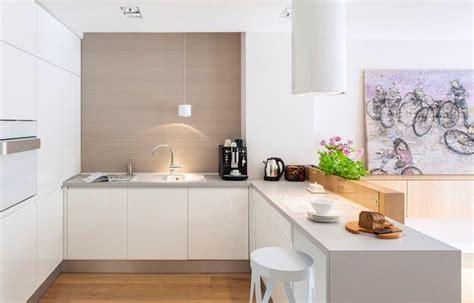 cuisine blanche moderne refaire plan de travail cuisine carrelage maison design