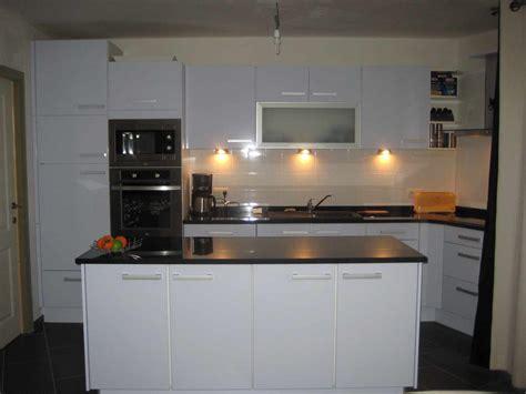 ilot de cuisine canadian tire plan ilot cuisine cuisine blanche sans poigne ipoma blanc