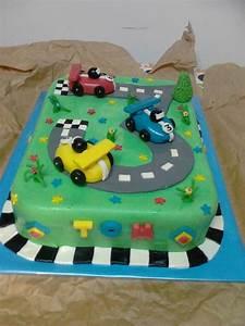 Gateau Anniversaire Garcon : gateau circuit voitures de courses pate a sucre caramels ~ Melissatoandfro.com Idées de Décoration