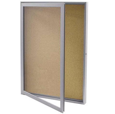 vitrine d affichage interieur porte battante fond liege pour affichage publicitaire rostock 500x700