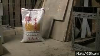 ricebag falling  sack reis faellt um    gif