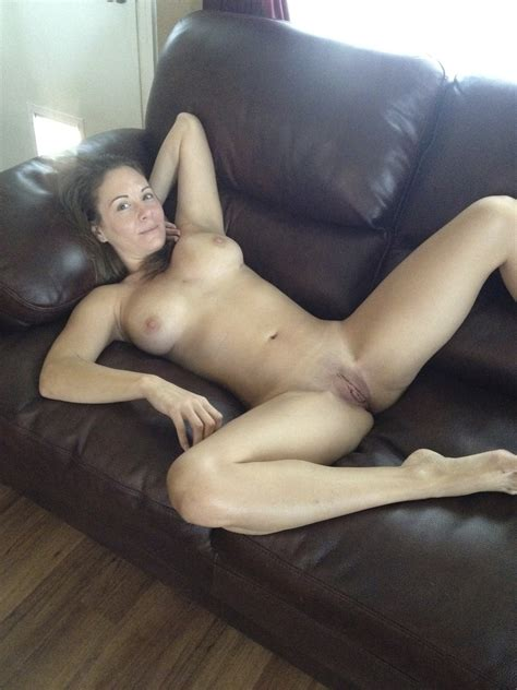 Milf Naked On The Couch G48r13l