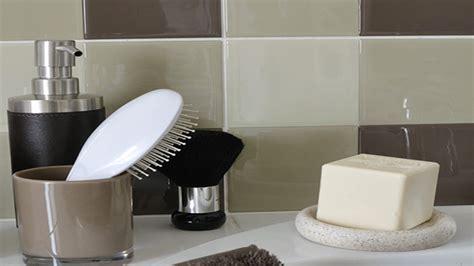 adhesif carrelage salle de bain et cuisine en lot de 10 couleur taupe chez castorama