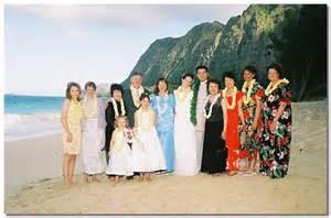 wedding in hawaii family hawaii wedding picture