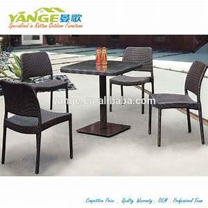 Sedie e tavoli per bar usati