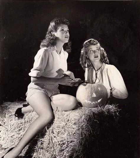 Sexy Witches Vintage Halloween Pin Up Girls Flashbak