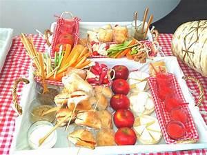Idée Repas Pique Nic : pique nique en amoureux brochette menu salade cake ~ Melissatoandfro.com Idées de Décoration
