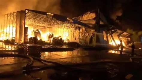 突发!上海一化工厂着火,3名消防员中暑!_奉贤区