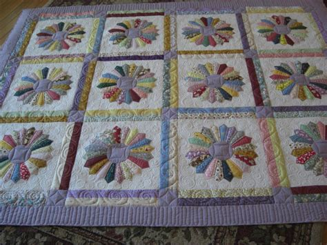 dresden plate quilt you have to see dresden plate quilt finished on craftsy