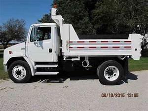 Freightliner Fl70  2001    Utility    Service Trucks
