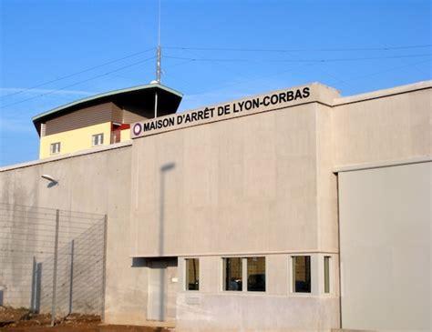 maison d arrt de lyon corbas une d 233 tenue meurt dans l incendie de sa cellule 224 la prison de corbas
