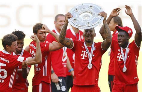 Borussia dortmund und der fc bayern duellieren sich am 17. 2 Bundesliga Trophy : The Meisterschale Trophy Of The 2 Bundesliga Stands At The Pitch News ...