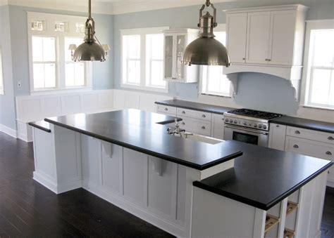 Laminate Flooring Under Kitchen Cabinets by Showroom Coronado White Shaker Kitchen Cabinets Low