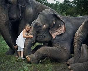 The Wild Hug : photographer captures her daughter 39 s special bond with wild animals ~ Eleganceandgraceweddings.com Haus und Dekorationen