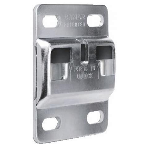 systeme fixation meuble haut cuisine plaquette de fixation 897 antidécrochage système 807 et 801 60x70mm camar bricozor