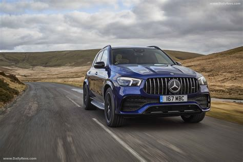 Sporty amg steering wheel, carbon fiber trim lift ambiance. 2020 Mercedes-Benz GLE53 AMG 4Matic UK - Dailyrevs