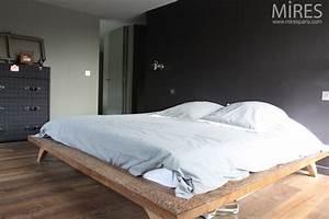 Lit king size meuble malle et hublots c0624 mires paris for Meuble de salle a manger avec lit king size