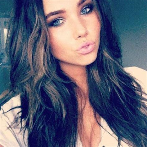 Pretty Brunette With Green Eyes Dark Brown Hair Blue